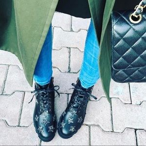 %100 Leather Boots with Stars
